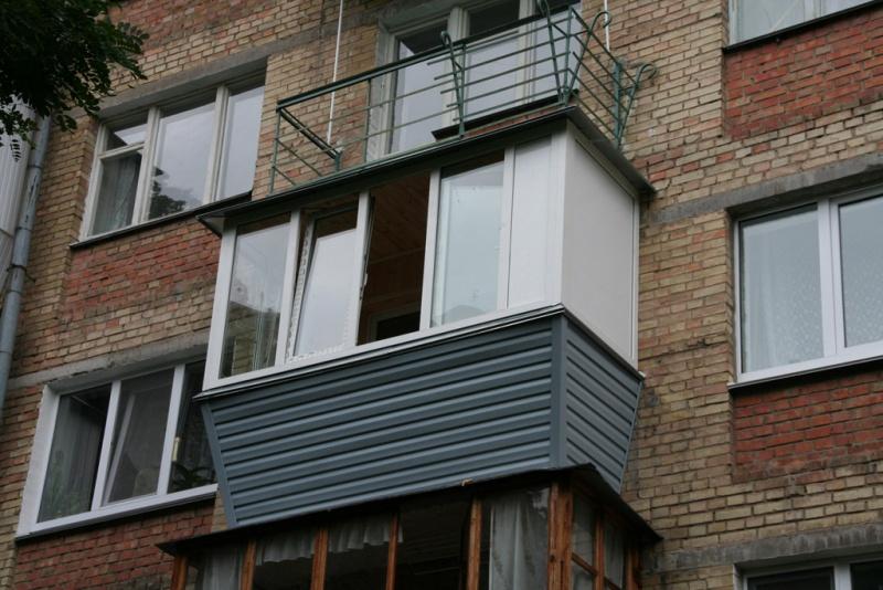 """Все тонкости про остекление балкона в хрущевке """" """"бетонмасте."""